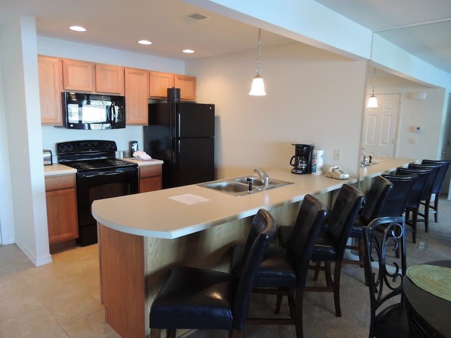Kitchen with breakfast bar andg for 4 seatin