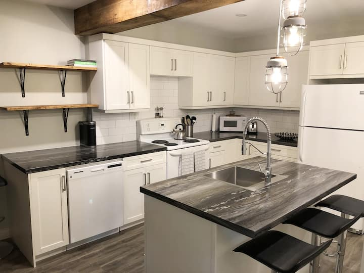 Upscale  2-Bedroom -> Perfect Downtown Location!