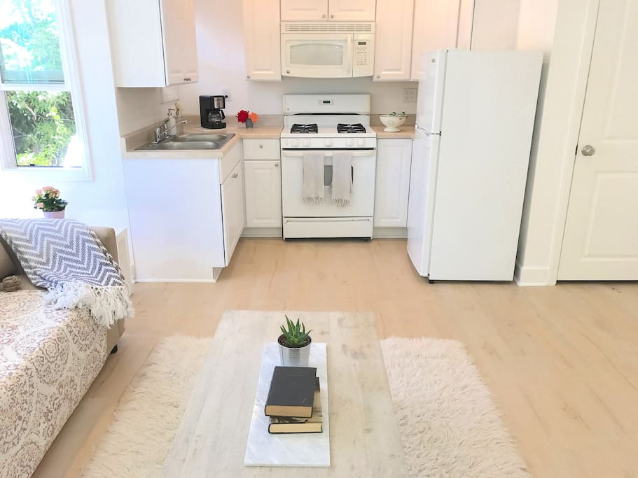 Studio with kitchen and washer/dryer