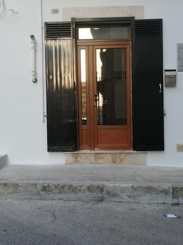 Alta veduta dell'ingresso per l'accesso diretto alla casa