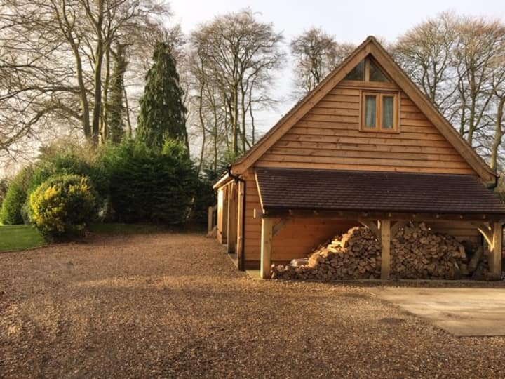 Cosy Barn nestled in the Chiltern Hills