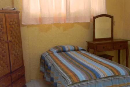 se arrienda habitación  en casa interior