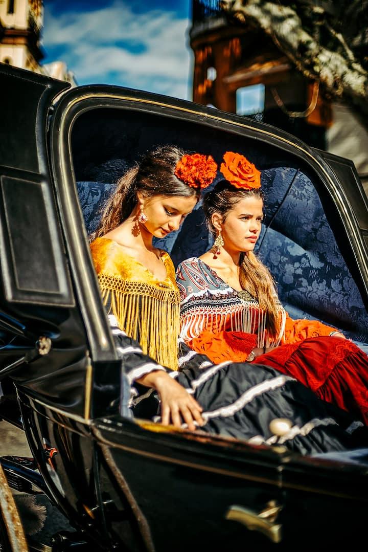 Mujeres con el traje de flamenca