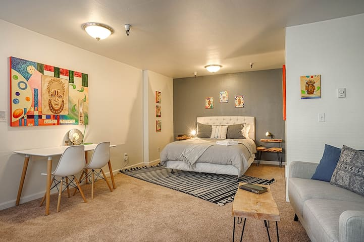 Spacious Studio on Quiet Street on Cap Hill!
