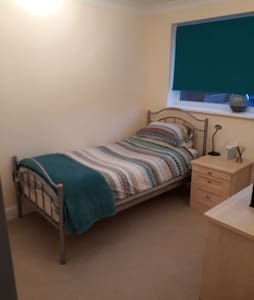 Immaculate Single Room, great location, parking