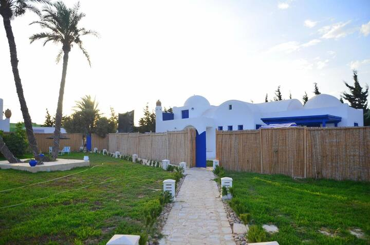 Villa HoumtSouk, piscine privative située à Djerba