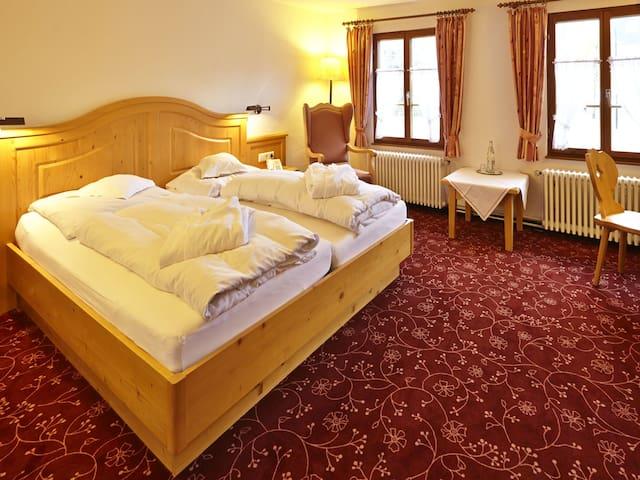 Hotel Ochsen, (Lenzkirch-Saig), Doppelzimmer/Stammhaus/Dusche/WC