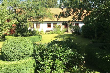 Cosy country cottage near beaches - Ystad