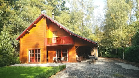 Chalet in the woods - with hottub for 6