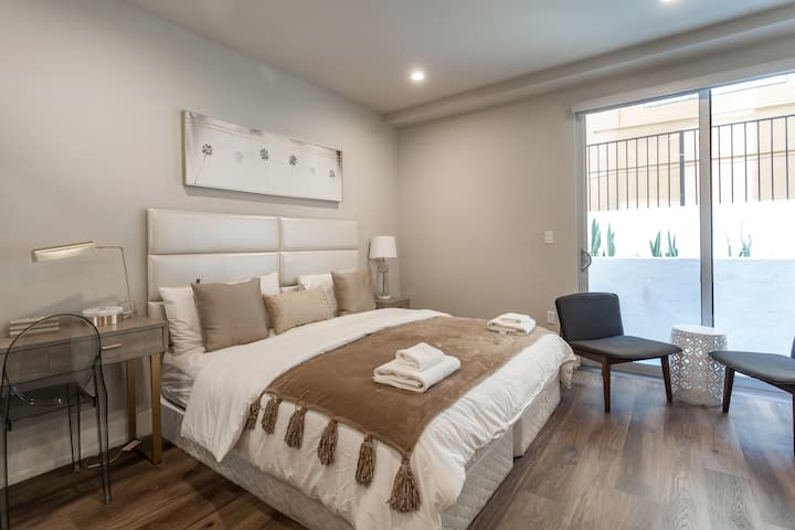 FANCY STUDIO BY LARCHMONT VILLAGE AND HOLLYWOOD