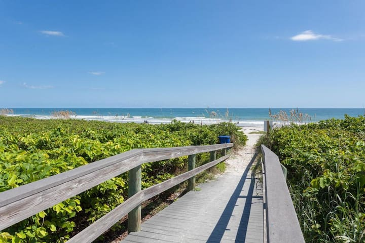 Ocean Front Directly on Cocoa Beach 3bdr condo!!!