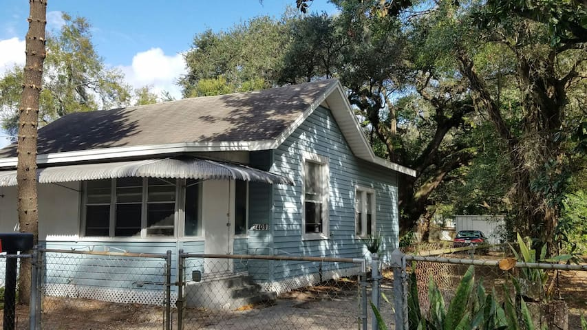 Comfy Bungalow 5 min/Historic Ybor & Downtown TPA - Tampa