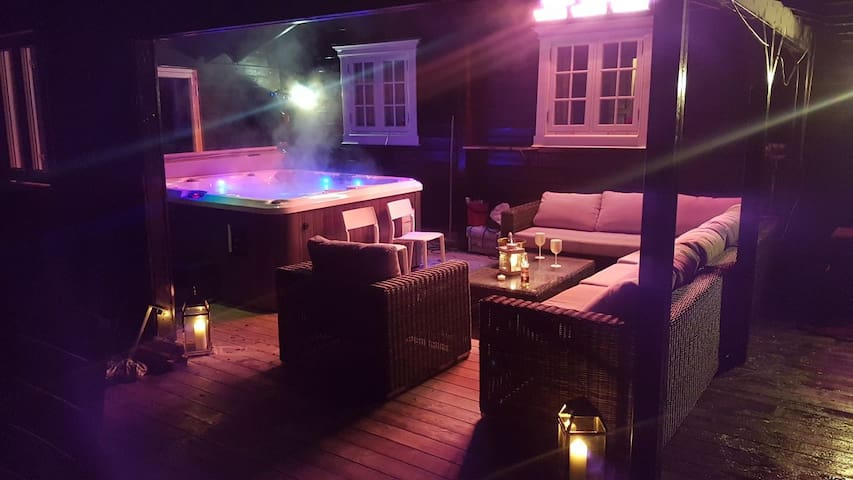 SKI INN/SKI OUT, JACUZZI, Wonderfull Cottage!!!