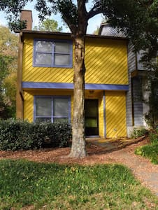 Cozy, two bedroom townhouse in heart of Clarkston.