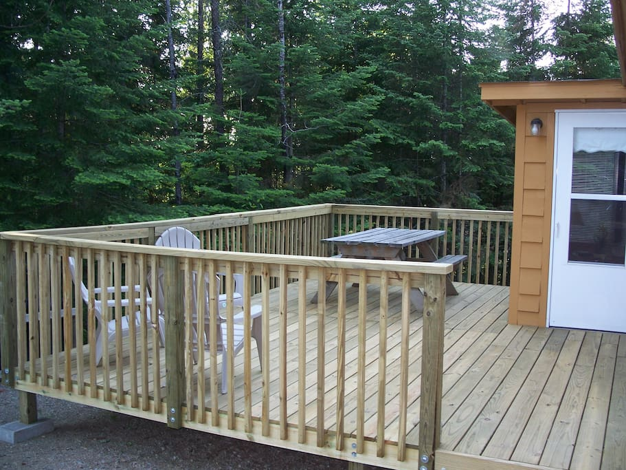 Spacious Deck with Picnic Table and Chairs