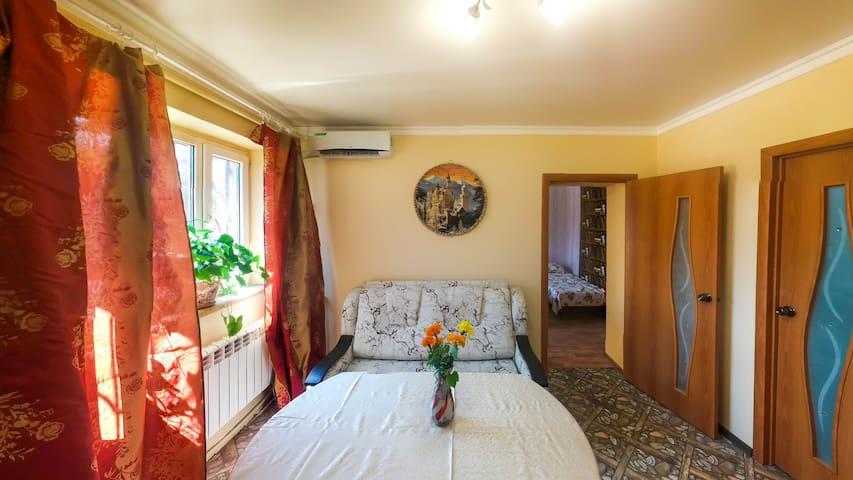 Квартира 2 спальни с двором и парковкой