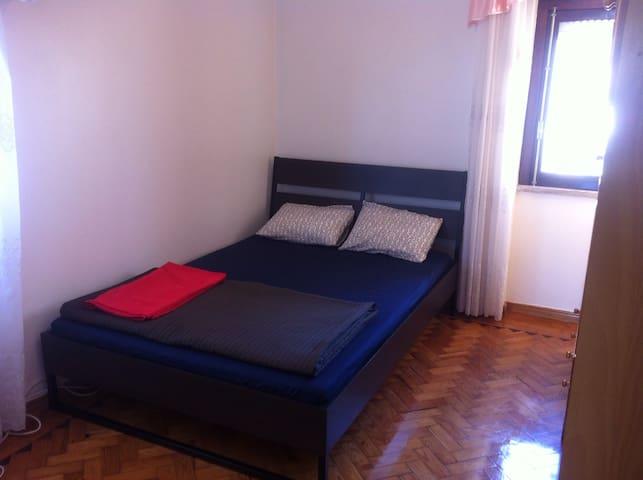 Room with private shower,(not ensuit)wc & balcony - Lissabon - Lejlighed