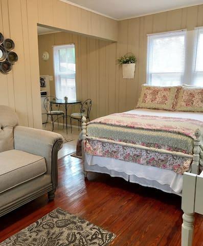 Prime Tampa location - Historic Hyde Park Studio
