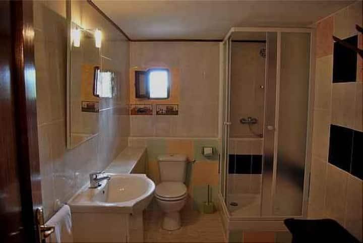 Habitación doble con baño compartido En HaitzEtxea