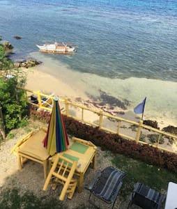 Two beds in mixed dormroom, Bamboo Beachhouse - Cebu City - Gästehaus