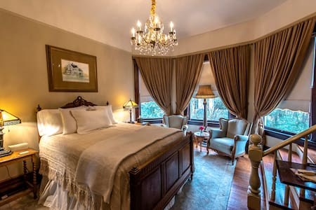 The Barber Room has an antique queen bed, private bath and cozy sitting area.