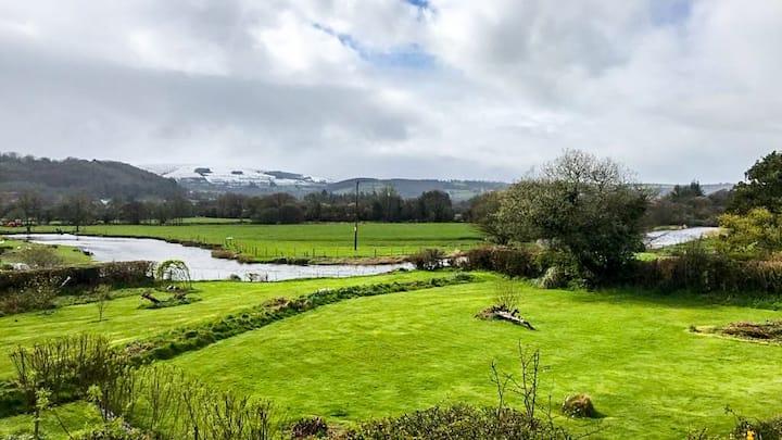 'Y Siale'- Riverside chalet in heart of West Wales