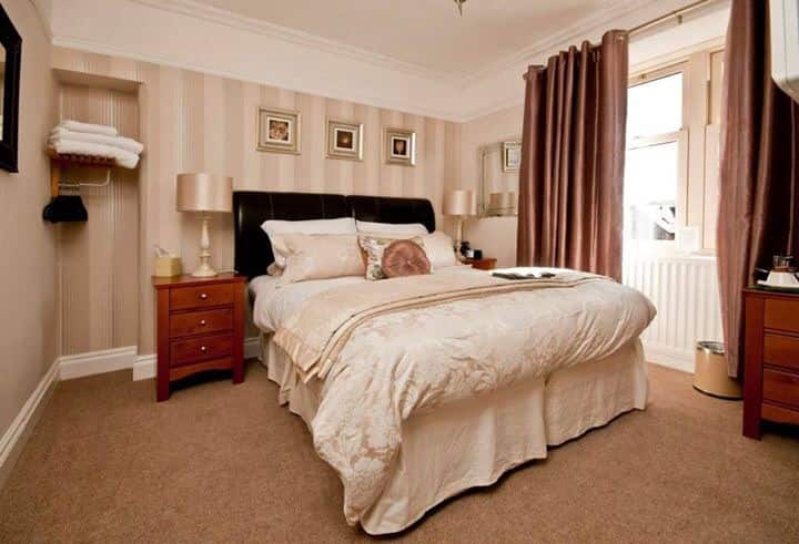 Flexible Double or Twin room. Balcony house B&B