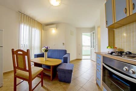 Two apartments with private balconies for 8 people - Sumartin - アパート