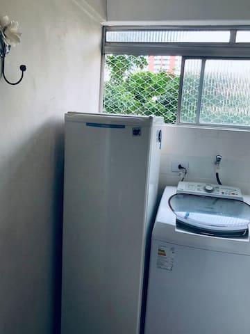 Freezer e máquina de lavar roupa