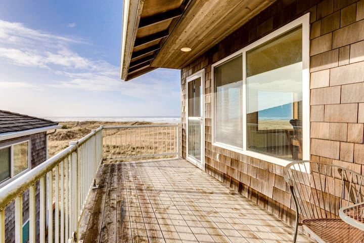 Oceanfront, family-friendly house with jetted bathtub, large great room