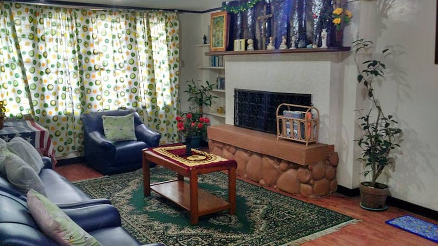 rooms at woodsgate part I - baguio city - Rumah