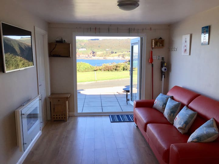 Stunning seaside location - direct access to beach