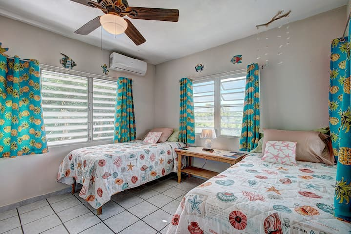 Bedroom #2: 2 Twin Beds OR 1 King Bed