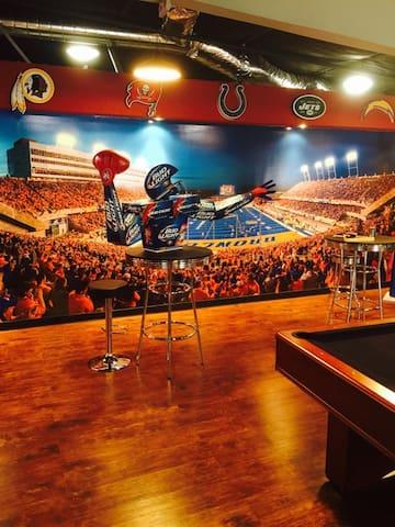 Ultimate Sports Fan Haven - Pleasanton - Loft