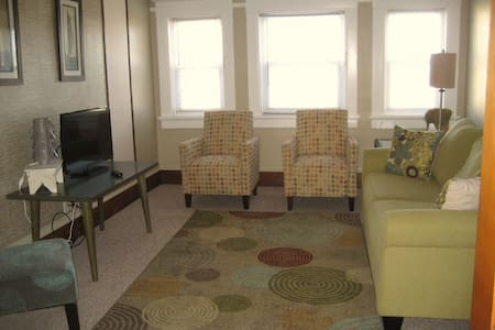 LUX FULLY FURNISHED CLEAN UPPER ENTIRE APARTMENT