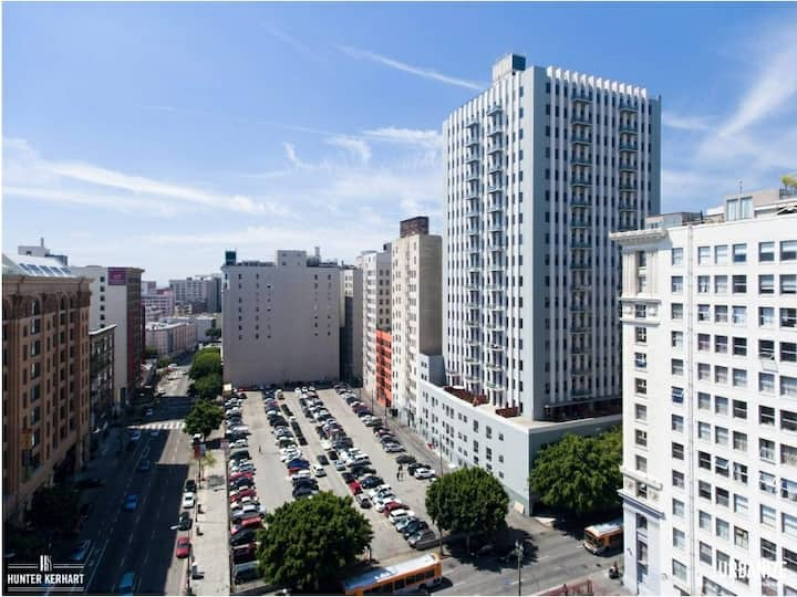SB Tower Loft DTLA Sleeps up to 6! Prime Location!