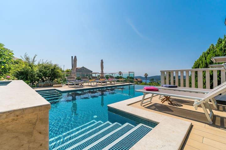 Stylish two bedroom villa apartment w heated pool