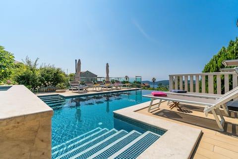 Stijlvol twee slaapkamer villa appartement met verwarmd zwembad