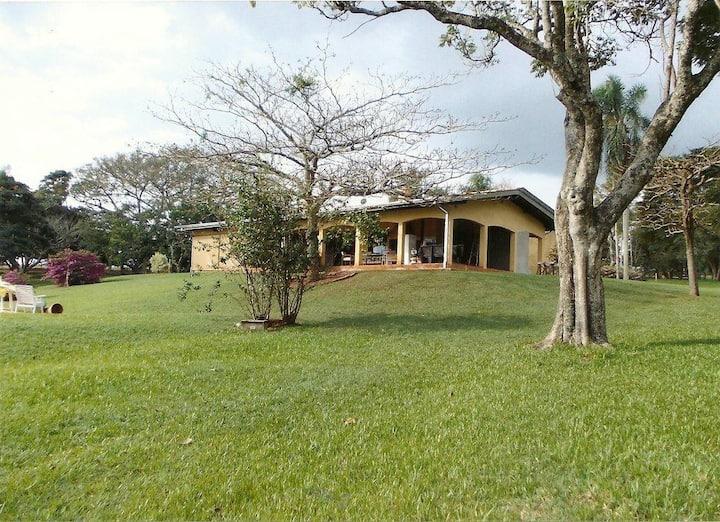 Casa paradisiaca na represa de Avaré