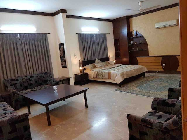 Luxurious room in Gulshan-e-Iqbal near Stadium