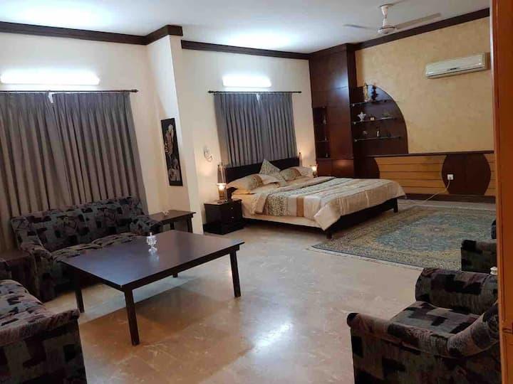 Luxurious room in Gulshan-e-Iqbal near Stadium