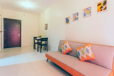 Chic 1BR Condo in Tribeca Alabang w/ Free Parking - Apartment