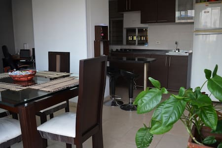 Cali, private room & good location. - Wohnung