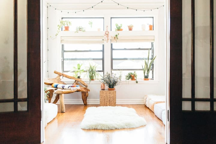 Boho Bedroom, Deck, 8 blocks to Wrigley!