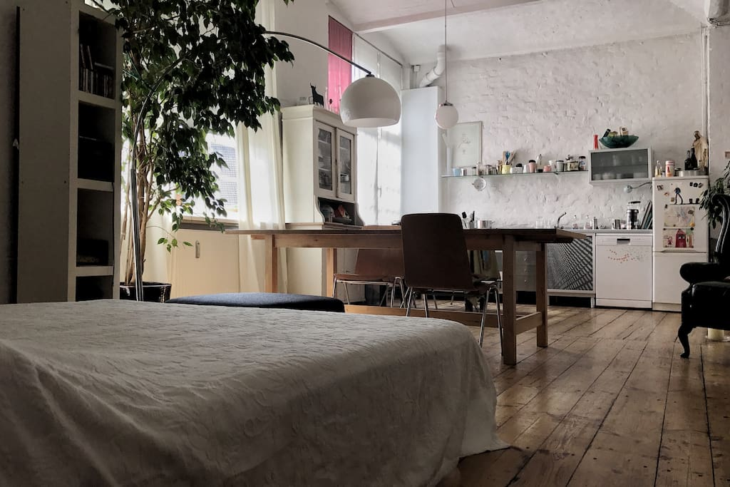 loft in berlin kreuzberg lofts for rent in berlin berlin germany. Black Bedroom Furniture Sets. Home Design Ideas