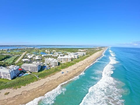 OCEANFRONT WITH GOLF, TENNIS, PRIVATE BEACH