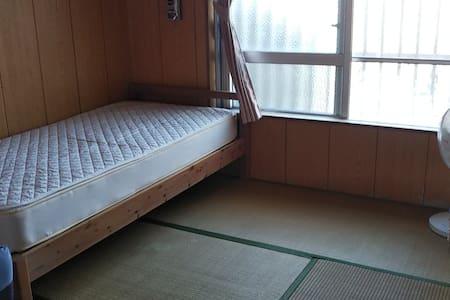 久米島イーフビーチまですぐ!田舎のおばあちゃんちみたいな静かな一軒家の和室