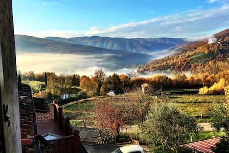 Quaint Umbrian Hillside Home - San Leo Bastia