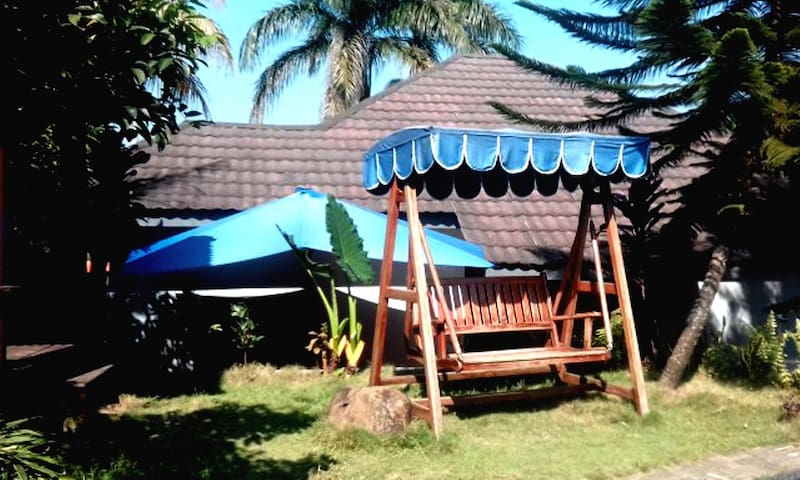 Sentul Selatan PASEBANAN VILLA (Ideal for 9 pax)