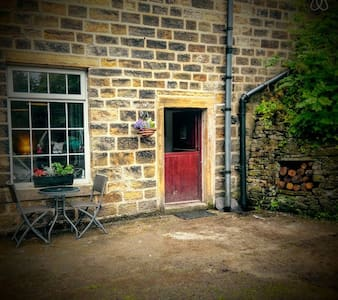 1 Bed Industrial Chic Mill Cottage - Luddenden Foot - House